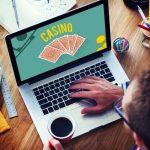 casinosansdepots.net - homme jouant au casino
