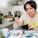 femme ayant perdu tout son argent dans un casino en ligne