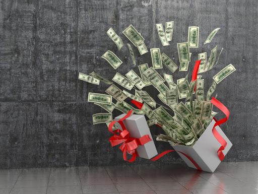 boite a cadeau avec plein de billets